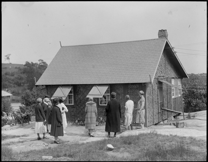 Stenman lived in the summer house from 1924 to 1930. After his wife's death in 1942, the family opened the house up as a museum and began charging 10 cents admission.