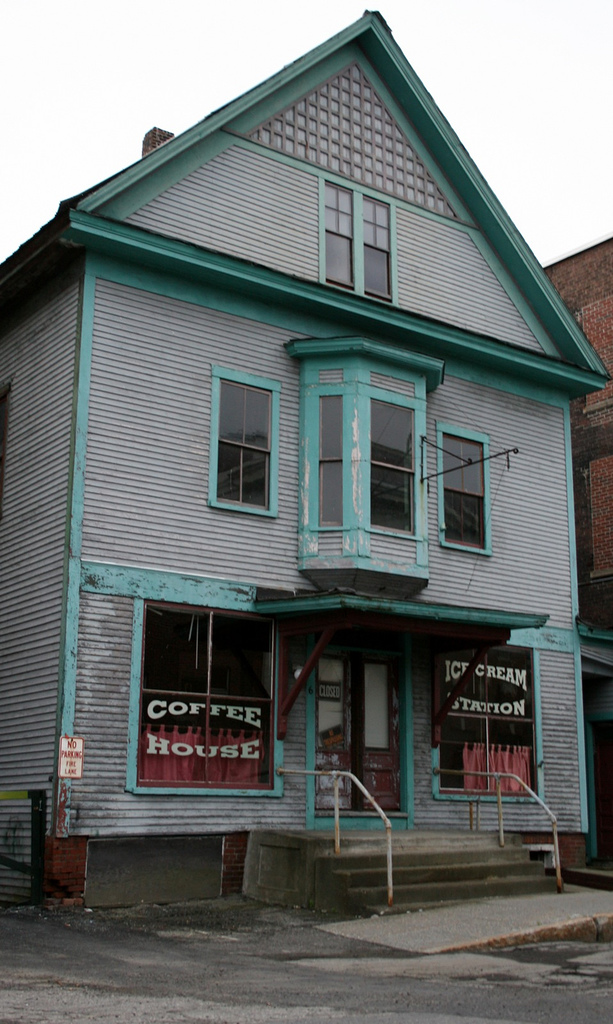 5. We certainly wouldn't be stopping into this abandoned coffee shop.