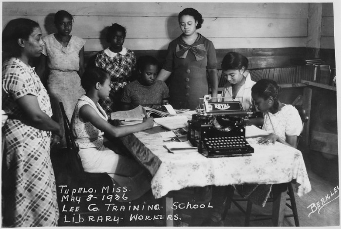 7. Students utilize the library at Tupelo's Lee County Training School in 1936.