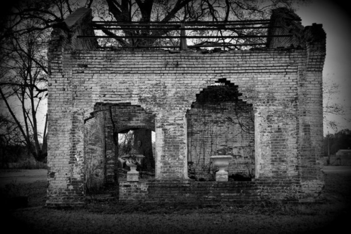 5. Photographed in the northern town of Charleston, these gripping ruins leave so much to the imagination.