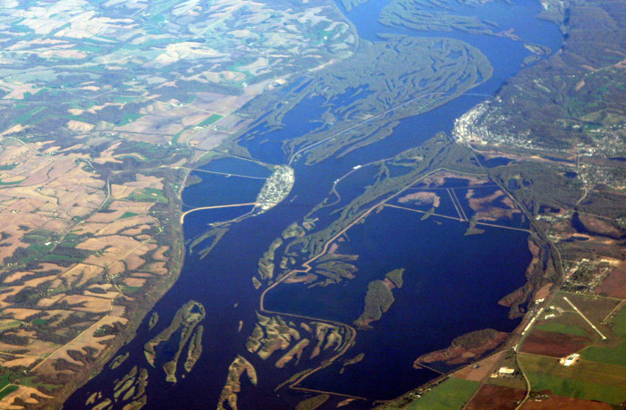 6. This beautiful aerial view shows the Mississippi River separating Iowa (on the left) and Illinois (on the right). That island in the middle? That's Sabula!