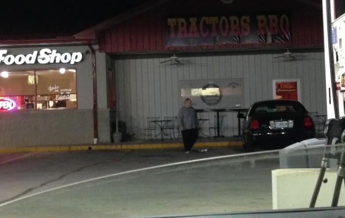 8.Tractor's BBQ, Lamar
