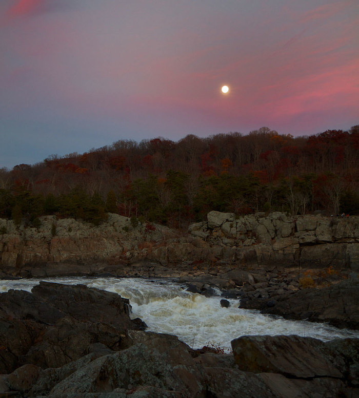 800px-Fullmoon_at_Great_Falls_(Virginia)
