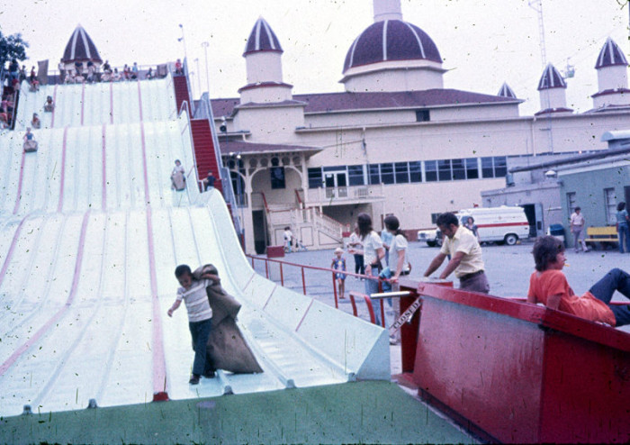 These 13 photos of ohio in the 1970s are mesmerizing only in your state - The giant slide apartament ...