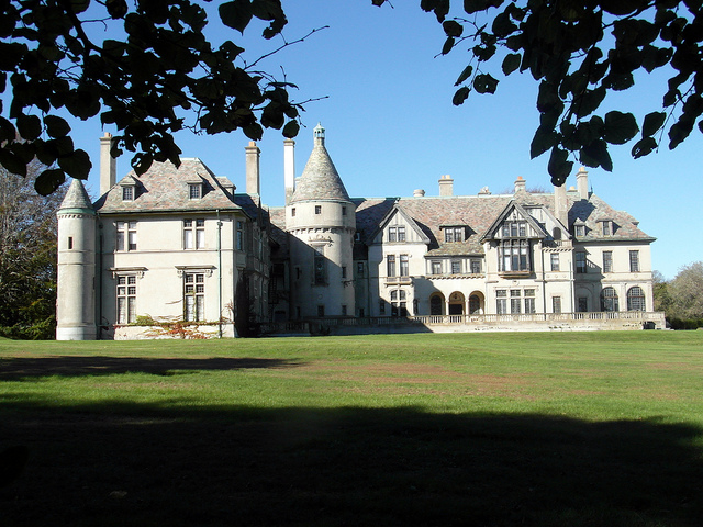 7. Seaview Terrace: Also known as the Carey Mansion, this sprawling mansion was completed in the 1920s. As one of the most breathtaking sites in Rhode Island, this Renaissance Revival architecture is worth the visit.