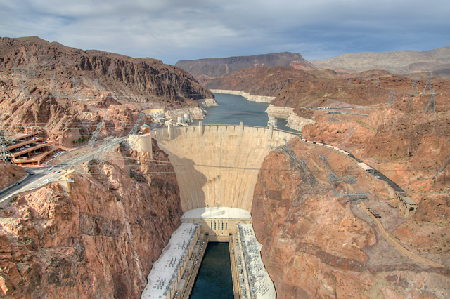 18. This dam sits at the state border and holds back our largest reservoir.
