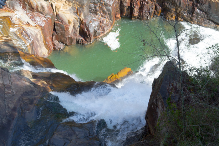 9. The ancient, yet gloriously wonderful 1,000-foot chasm carved over millions of years by the Tallulah River.