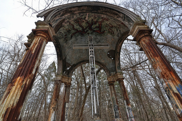 Many allege that the altar is the location of satanic rituals, including animal sacrifices. Some locals believe it was these rituals that conjured demons to the property.