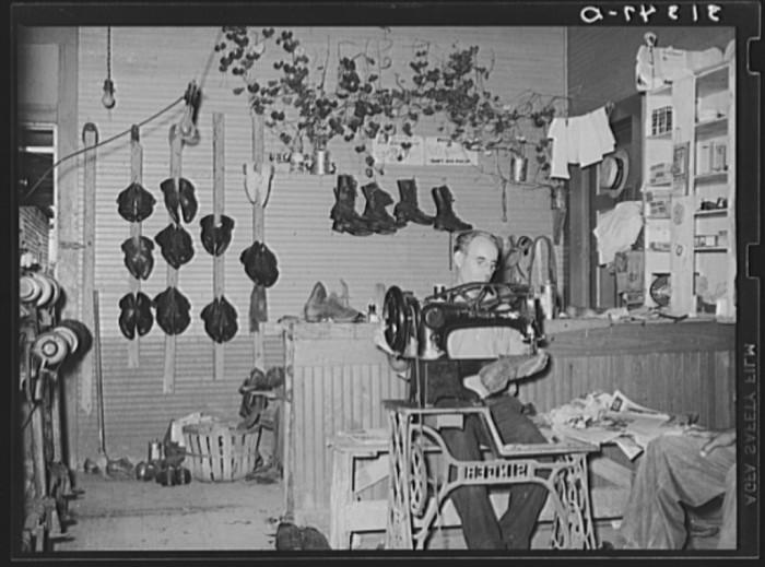 13. Shoemaker in his shop. Kenner