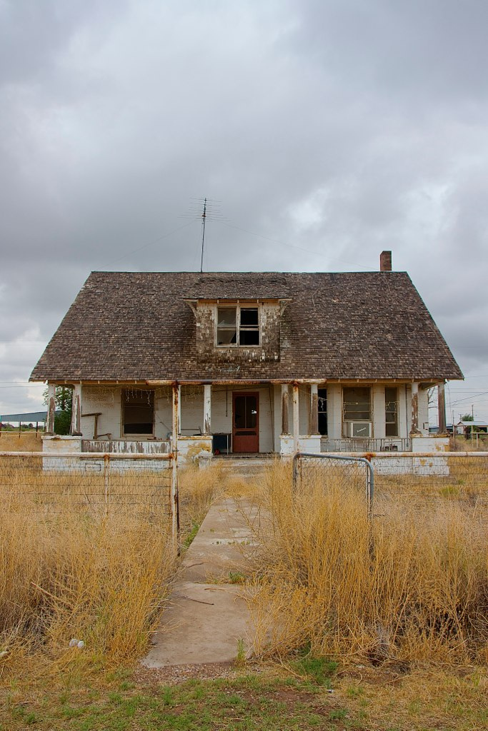 You won't find many people in Barstow. What you will find is the lingering echo of sadness and broken dreams. This abandoned house looks like something out of a horror movie.