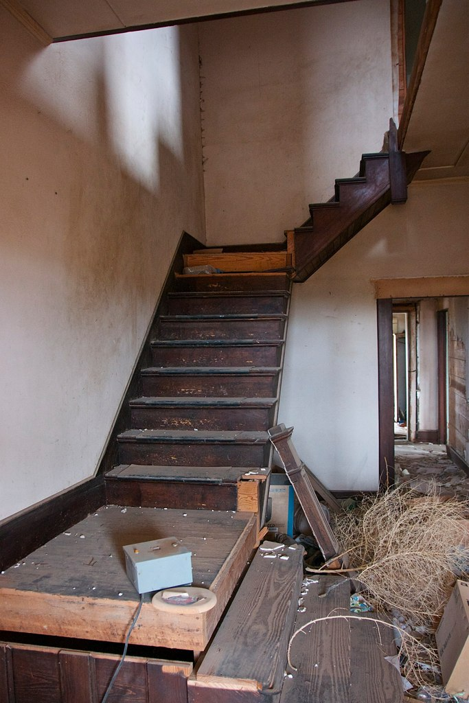 The insides don't look much better. I wonder where that stairway leads...