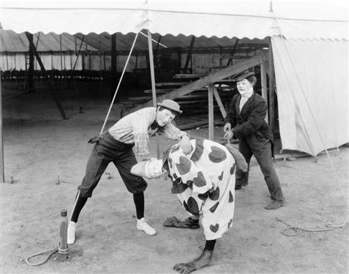 2. Dokey Circus Clowns, 1931.