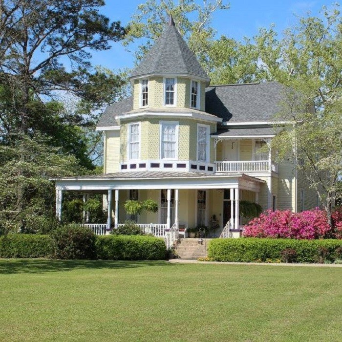 5. Book a room for the weekend at one of Alabama's charming bed and breakfasts.