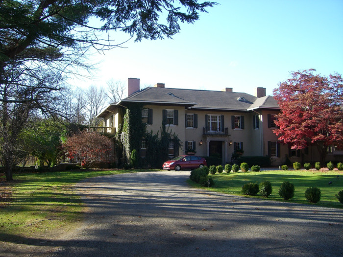 2. Lord Thompson Manor, Thompson