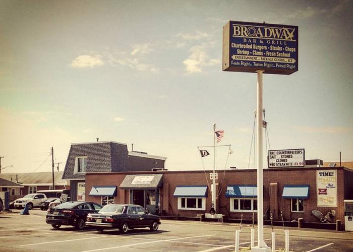 8. Broadway Bar & Grill, Point Pleasant Beach
