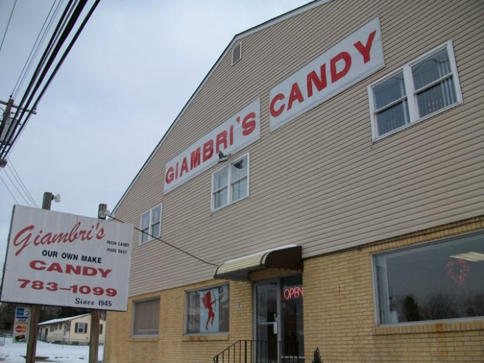 6. Giambri's Candy, Clemonton