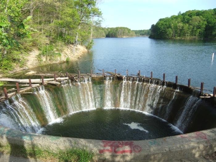 Griffy_Lake_-_dam_drain_-_DSCF4386