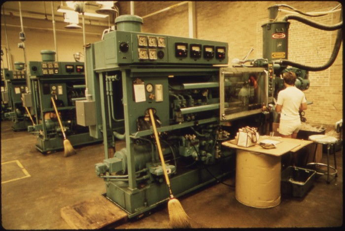 5. This is the interior of the 3M plant in the mid 70s with an employee monitoring a machine. Do you know somebody who worked in this plant or did you work in it yourself?