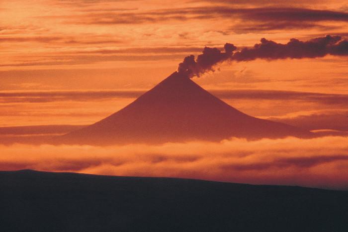 Mount_Shishaldin_at_sunset