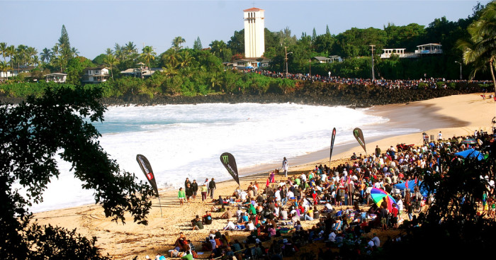 In 2009, the last year the competition was held, a record 30,000 people watched the event from the beach, cliffs and road around Waimea Bay.