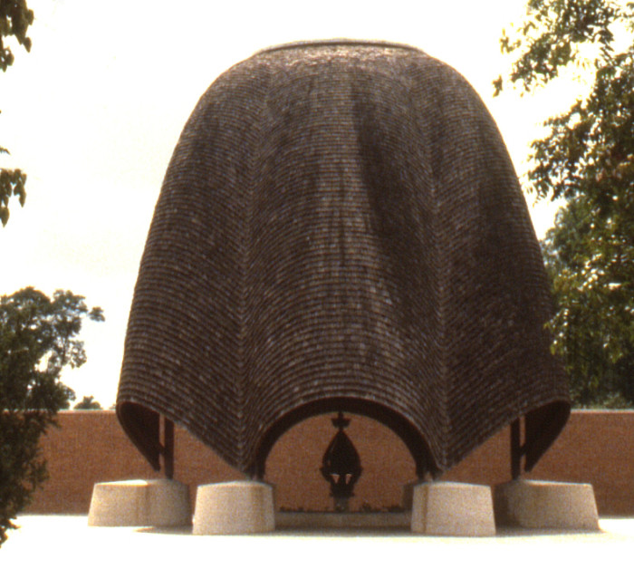 Roofless_Church_by_Philip_Johnson_in_New_Harmony,_Indiana,_United_States