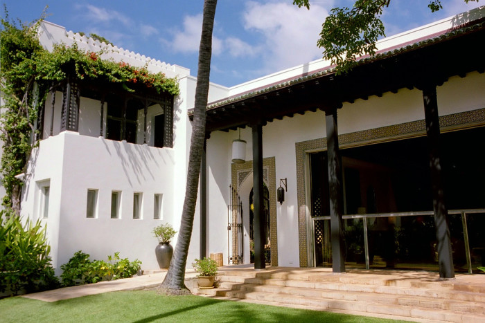 Doris Duke found herself charmed by Hawaii and enchanted by Islamic art and architecture, and as a result, she designed her Hawaii home in collaboration with architect Marion Sims Wyeth to celebrate both of these passions.