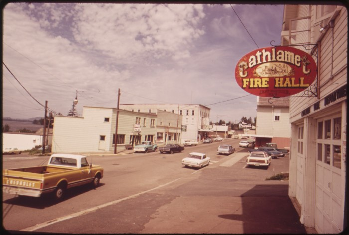THE_RIVERSIDE_TOWN_OF_CATHLAMET_BOASTS_A_POPULATION_OF_656_-_NARA_-_548040