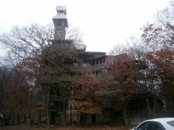 2) The Minister's Treehouse - Crossville