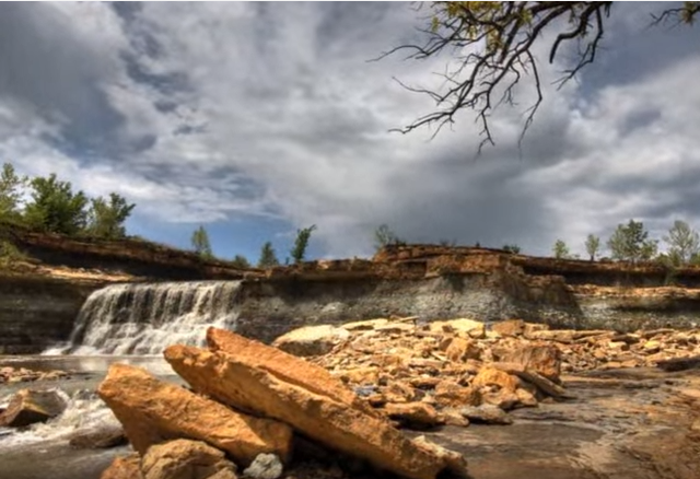 5. Eureka City Lake Falls (Eureka)