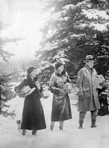 4. Christmas 1932.