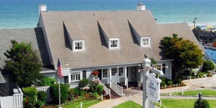 Valentine's Day is on Sunday this year. You could plan a nice brunch at a restaurant with a great view. Here are a couple of suggestions:  The Sea Captain's House in Myrtle Beach has a great brunch and you'll enjoy views of the Atlantic Ocean.