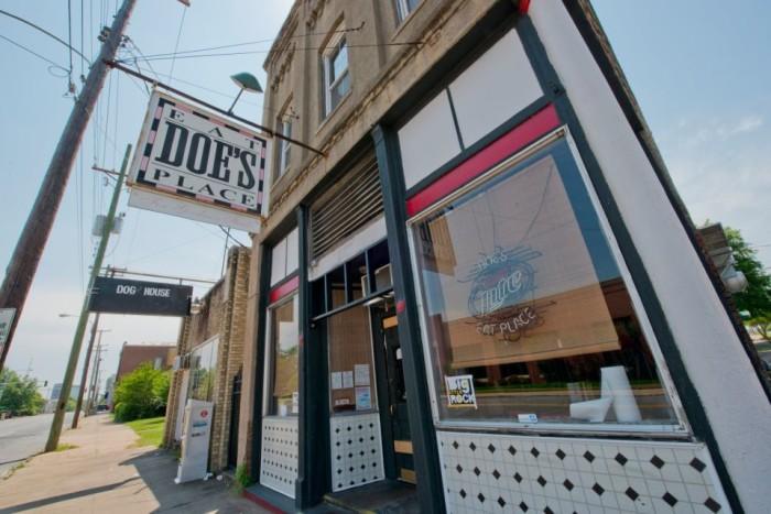3. Doe's Eat Place