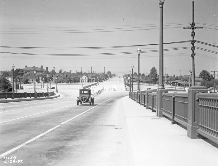 3. Driving on the Aurora Bridge in 1932 had a lot less traffic than it does now.
