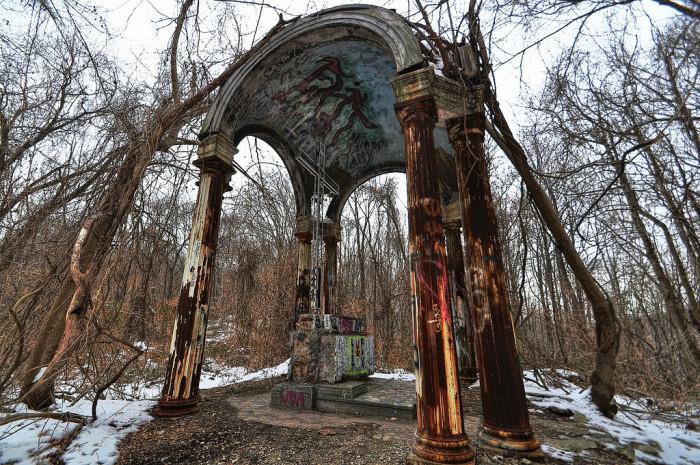 3. Hell House Altar