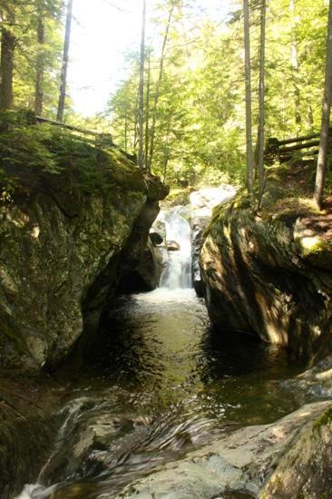main-falls-where-stream