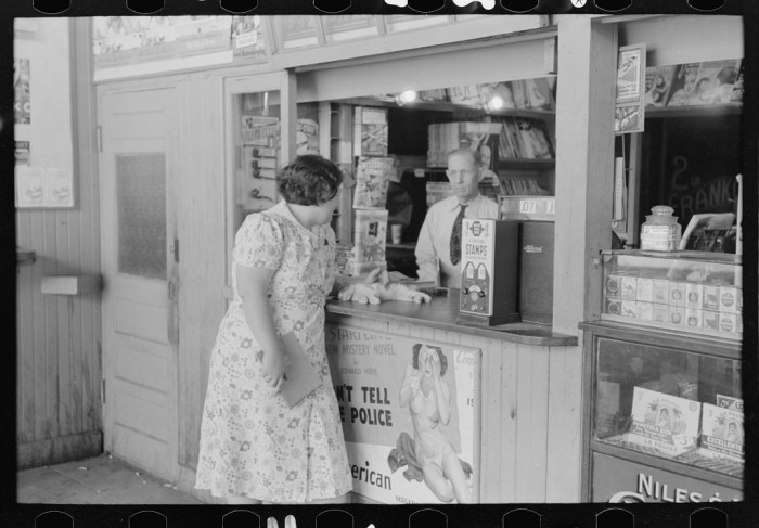 12. The worker at this tobacco stand is helping this customer in Oklahoma City. 1939.