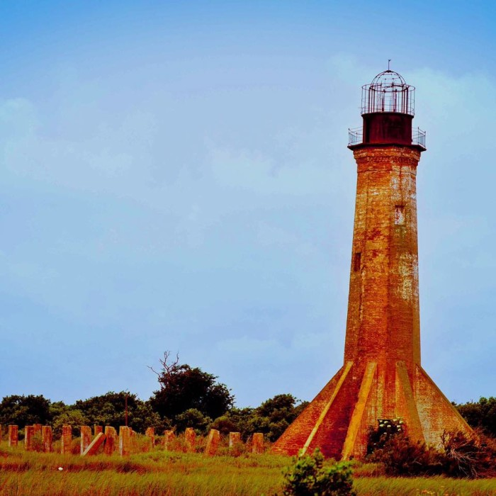 6. This historic lighthouse almost reminds me of the transformer in the movie Kindergarten Cop.