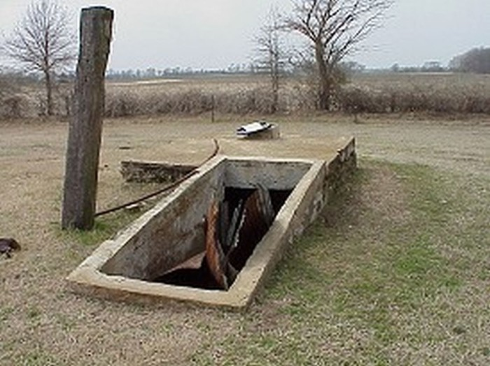 10 historical ruins in arkansas for Hidden storm shelter