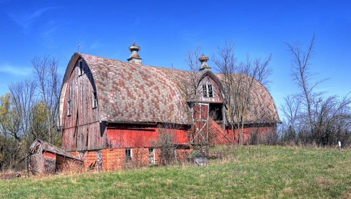 5. Doesn't this barn look beautiful contrasted with that awesome blue sky?