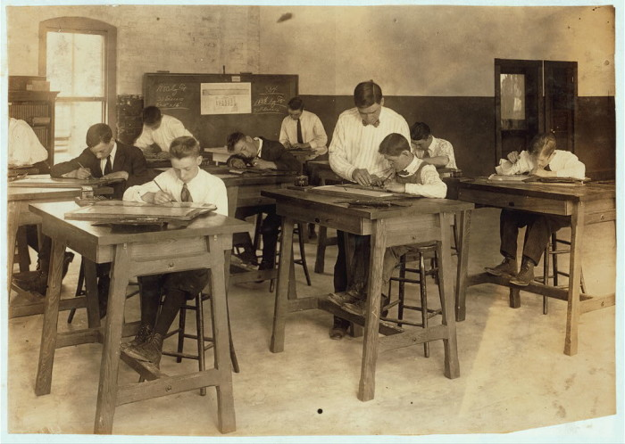 5. Drawing class at Dimond School in Fall River (1916)