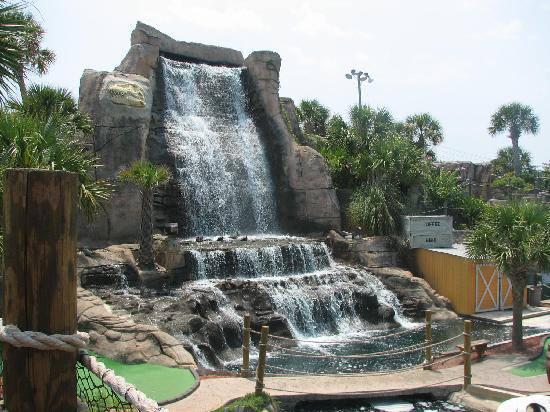 1.Lost Treasure Golf Waterfall, Branson