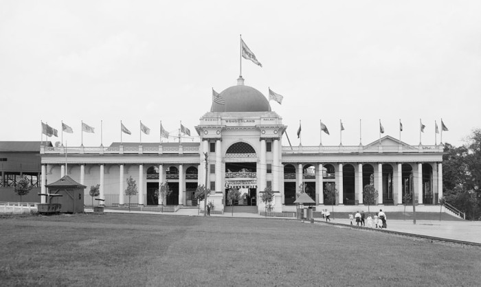 1. Kennywood's Wonderland building as it looked in 1906.
