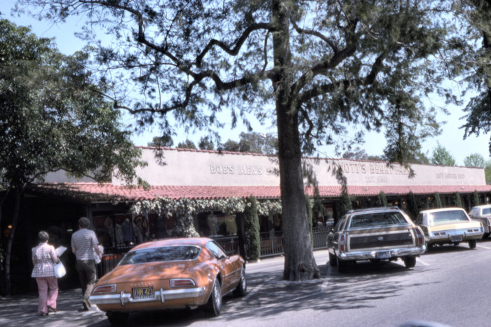 9. Bob's Men's  Shop at Knott's Berry Farm in 1975. Look at those cars in the parking lot!