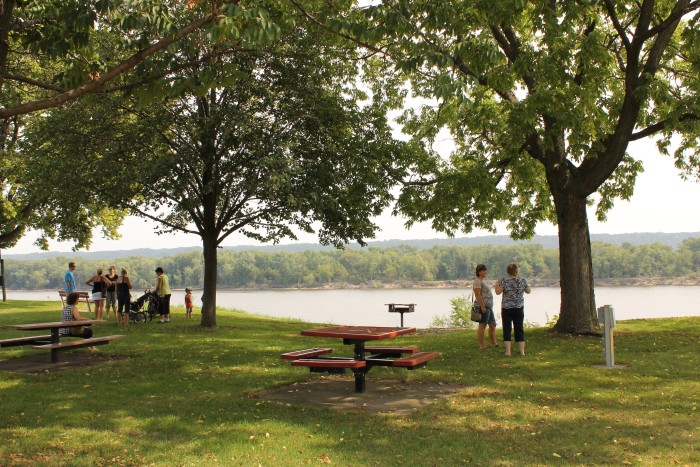 In Guttenberg, there is a charming little park that overlooks the river. On a sunny day, this is a great spot for a picnic.