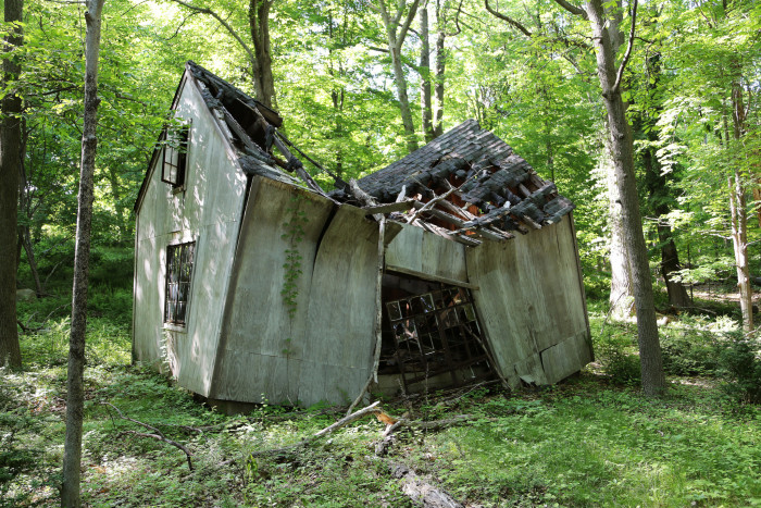 9 abandoned places in connecticut that are hauntingly empty - Houses woods nature integrated ...