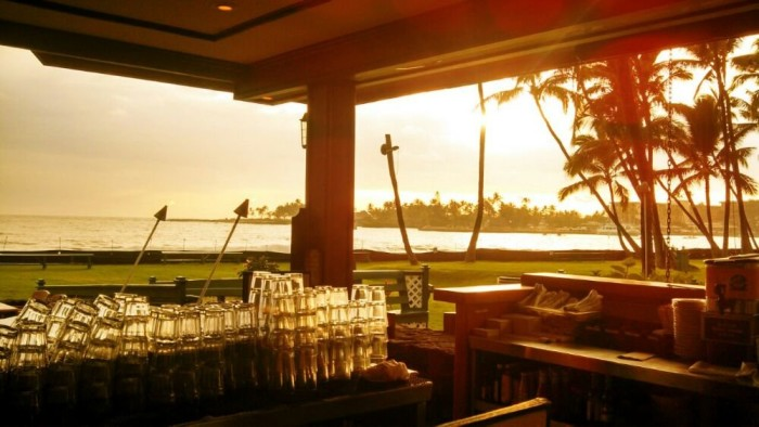 15. Enjoy dinner at one of Hawaii's many exceptional waterfront restaurants.