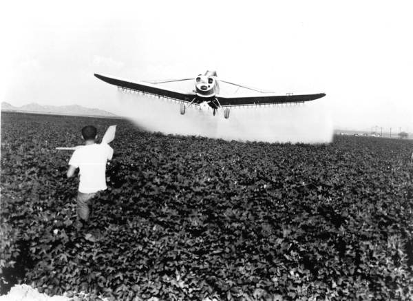 15. Piper aircraft dusting crops