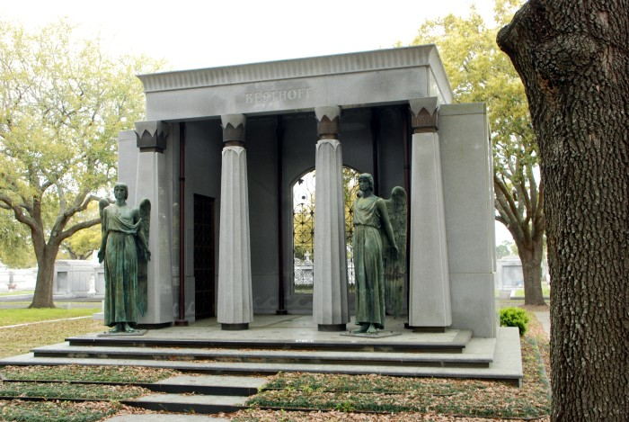 Another beautiful example of the monuments found here, this set of tombs is for the Besthoff family.