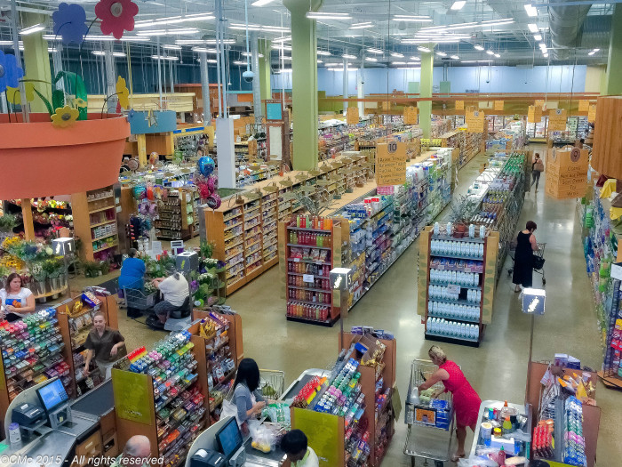 2. Publix stores are immaculate and well organized.
