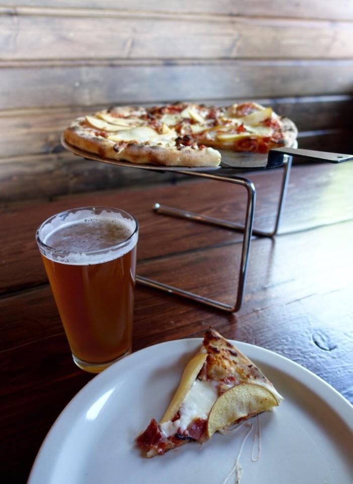 2. The Wenatchee Pizza, Saddle Rock Pub & Brewery, Wenatchee